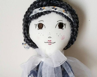 Geisha Faye (Embroidered, 17in)