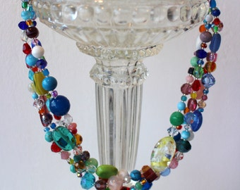 Necklace multicilore 4 rows made of stone and glass beads.