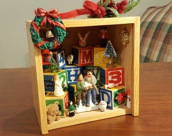 Christmas Shadow Box, Wooden Blocks Christmas Themed Miniatures Lefton Carolers Star Pinecone and Greens Trim Wreath with Bell Free Shipping