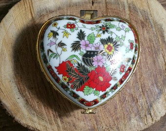 Vintage Heart Shaped Porcelain Turkish Pill Box Trinket Box Small Jewelry Box Charming Holiday Gift *FREE SHIPPING*
