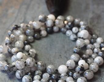Long necklace in black rutilated Quartz.