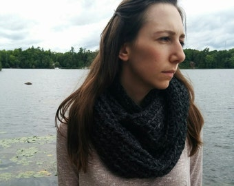 Chunky Textured Infinity Scarf / Wilde
