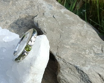 Silverring with peridot