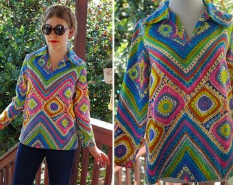 PSYCHEDELIC 1960's 70's Vintage Colorful Rainbow MOD Barkcloth Tunic Blouse w/ Long Sleeves + Pointed Collar // size Small Med
