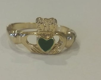 Vintage gold tone with emerald epoxy heart Claddagh ring Irish Celtic ring large