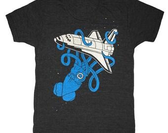 Squid vs Space Shuttle - Unisex Mens T-Shirt 2001 Kraken UFO SpaceShip Monster Octopus SciFi Science Geek NASA Astronomy Planet Tee Shirt