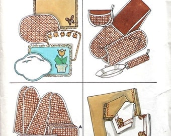 UNCUT Pot Holder, Toaster Cover, Blender Cover, Napkin, Placemats Sewing Pattern Kwik Sew 832
