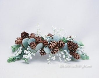 Pine Cone Wedding Hair Comb with Greenery White Flowers Winter Wedding Bridal Headpiece Christmas Hair Comb Rustic Wedding Hair Accessory