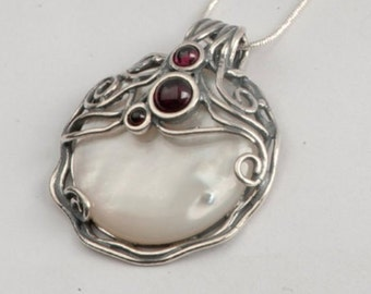 Mother of Pearl Sterling Silver Necklace set with Garnet / Amethyst