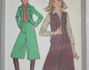 Size 9 Bust 32   Vintage 70s  Simplicity Sewing Pattern 8202 Gauchos and Jacket or Vest
