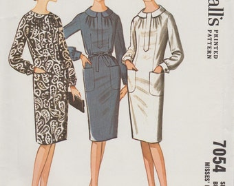 McCalls 7054 / Vintage 60s Sewing Pattern / Dress / Size 18 Bust 38