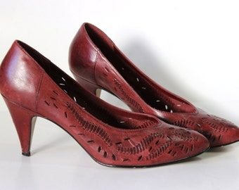 sz 8.5→ 70s cameos wine leather pumps. woven and sliced 1970s disco bohemian platform high heels. red. maroon. gypsy. dance