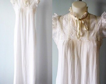 Vitntage Nightgown, 1970s Nightgown, Janice Young for Vanessa, White Nightgown, Vintage White Nightgown, Romantic