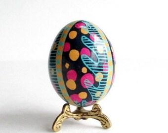 polkadots Pysanka batik egg on chicken egg shell, Ukrainian Easter egg, hand painted egg