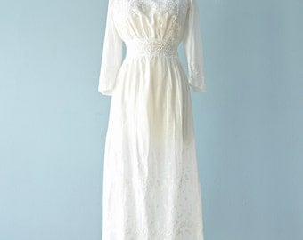 Vintage Edwardian Dress...Beautiful White Embroidered Batiste Cotton Lawn Dress Wedding Dress
