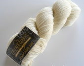 Y A R N. Cascade 220 CREAM 100% Wool Worsted Weight Yarn, Color #8010