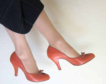 Vintage 1940s Coral High Heeled Pumps / 40s Party Shoes in Peach Pink Leather Johansen / 6 or 6 1/2