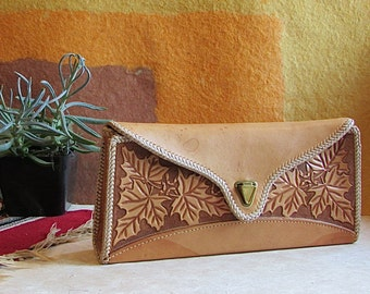 IN THE CLUTCH Vintage 50s Purse | 1950's Hand Tooled Tan Leather Purse with Leaf Design | Mexican Southwest Boho Rockabilly Western Bag