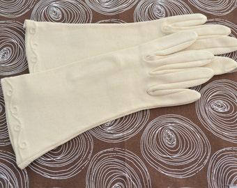 1950s Ecru Loopy Trapunto Gloves, Size 6