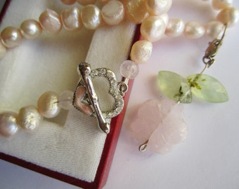 Pink Pearl Necklace ./. Rose Quartz Pendant ./. Collier Perles Roses ./. Wedding ./. Romantic Necklace ./. Pastel Necklace ./. Pink Pearls
