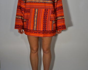 Vintage Red Poncho Tunic S M L Mexican Woven Ethnic Folk Embroidered Boho Hippie Gypsy Psychedelic Club Kid Bohemian Beach Festival Shirt