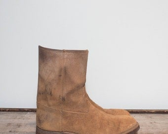 10 1/2 D   Vintage Acme HAWKEYE Boots Rough Out Suede Shorty Boots with Cork Soles