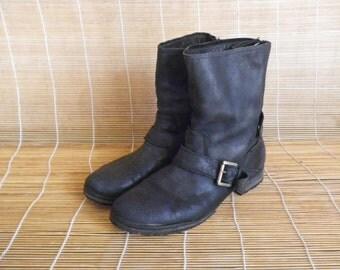 Vintage Lady's Black Leather Zip Up Ankle Boots Size: EUR 40 / US Woman 9