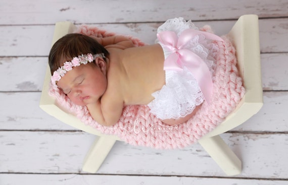 Pink or White Lace Bloomers with choice of bow color AND/OR Halo Floral Headband, newborn photos, by Lil Miss Sweet Pea Boutique, foto bebe
