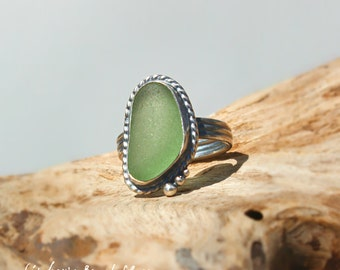 Hawaiian Kauai Vibrant Seafoam Green Beach Glass Set in 925 Sterling Silver Handcrafted Ring - Size 7.75