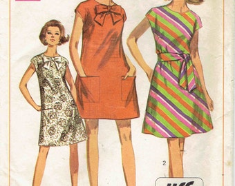 1960s Tent Dress Pattern Simplicity 7468. Collarless, 2 Lengths, Large Bow, Tie Belt and Pockets. Size Medium 12-14 Bust 34 - 36 inches.