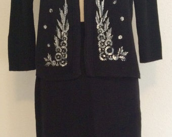 Smart curvy Madmen knit sweater suit  2 pc with embroidery  M/L 50's 60's