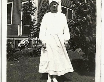 Old Photo Ww1 Woman Red Cross Nurse 1910s Photograph Snapshot Vintage Uniform