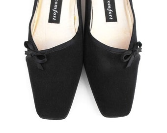 1980s Moonstruck Black Pumps Vintage Nina Comfort Designer Matte Satin Bow Square Toe Kitten Heels - Made in Spain Court Shoes Size 6 1/2 M