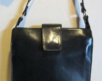 Lovely vintage black leather shoulder bag, with long strap vg condition