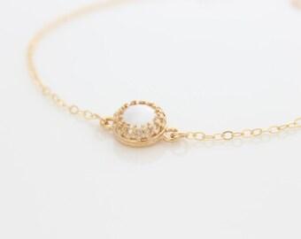 Pearl bracelet - Delicate gold bracelet with a pearl, Bridal bracelet, Valentine's gift