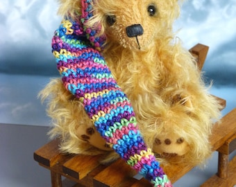 Kathinka, a 6 inches tall OOAK artist bear made from golden Schulte-Steiff mohair with felted paw pads