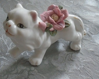 The cat with the flowers