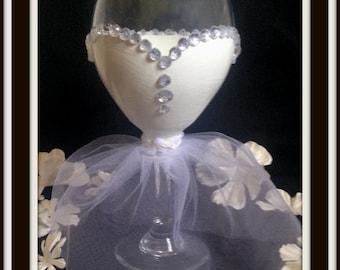 Wine Glasses with Wedding Dress, Wedding Dress Wine Glasses, Wedding Gift, Wedding Party, Bridal Party, Bridal Shower Gift, Gift for Bride