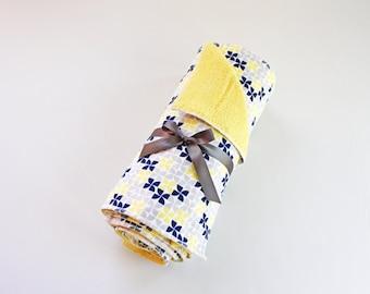 Reusable Unpaper towels // Navy & Yellow print no-paper towels // Set of unpaper towels