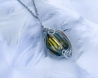 Emerald Wrapped Pendant - Wire wrapped Necklace - Wrapped Birthstone Necklace - Birthstone Pendant - Artisan wrapped jewelry