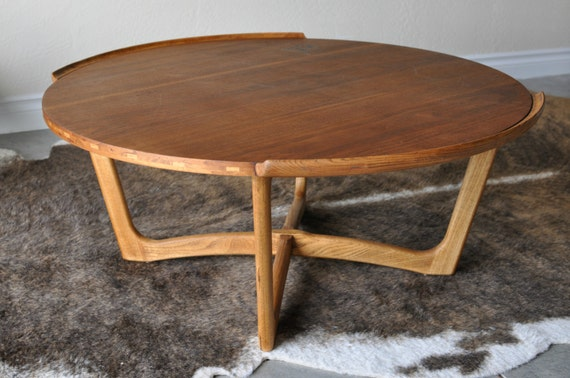 mid century lane round coffee table sculpted base by eurofair. Black Bedroom Furniture Sets. Home Design Ideas