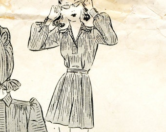 1940s Playsuit & Skirt Pattern / One Piece Shorts Blouse Over Skirt with Big Pockets Bonnet / Vintage Sewing Pattern Butterick 8817 Bust 32