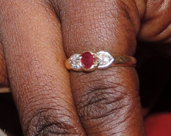 Ring 18 k gold with Ruby and two small diamonds vintage