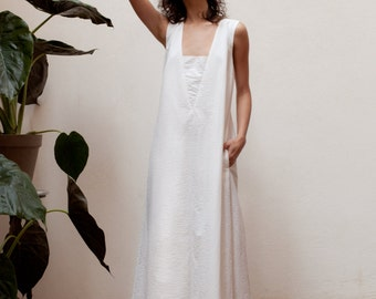 30% off White maxi dress wedding,maxi dress summer,maxi dress plus size,sleeveless maxi dress,v neck maxi dress,party