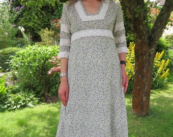 Vintage 1970s Floral Prairie Maxi Dress Country Girl Laura Ashley Style Medium
