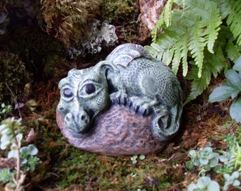 Baby Dragon Statue,Dragon Statue,Pet Dragon Statue,Fantasy Outdoor Garden Statue,Dragon Sculpture, Cast Stone