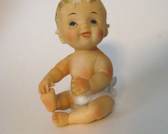 Vintage Napco piano baby figurine. Adorable blonde ceramic baby hand painted cowlick hair, diaper. Great nursery decor collectible 1050s
