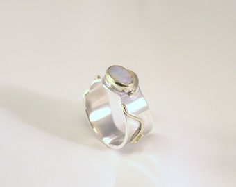 Silver ring with Moonstone in 14kt gold settings