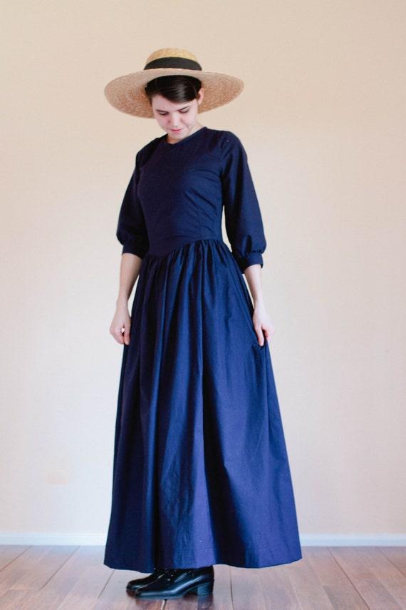 Prairie View Nursing >> Pointed Bodice Plain Dress Back Zip modest dress Prairie
