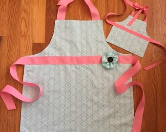childrens aprons - doll apron - girl birthday gift - 18 inch doll clothes - handmade apron - gift for girls - pink apron - reversible apron